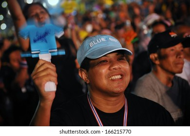 BANGKOK - NOV 3: An unidentified anti-government protester joins a several thousand strong rally in opposition to a contentious government sponsored amnesty bill on Nov 3, 2013 in Bangkok, Thailand.