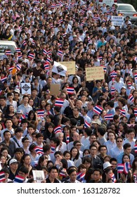 BANGKOK - NOVEMBER 5: Current students and alumni of Chulalongkorn University march for against the amnesty law that affect negate the guilty of politicians on November 5, 2013 in Bangkok, Thailand.