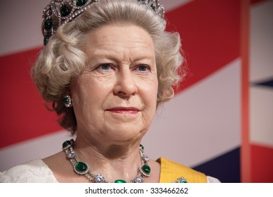 BANGKOK - OCT 28: A waxwork of Her Majesty Queen Elizabeth II on display at Madame Tussauds on October 28, 2015 in Thailand. Madame Tussauds' newest branch hosts waxworks of numerous celebrities.
