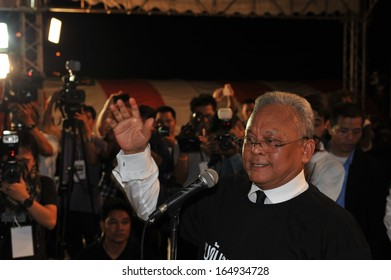 BANGKOK - OCT 31: Democrat MP and former Deputy PM Suthep Thausuban addresses an anti-amnesty bill rally on Oct 31, 2013 in Bangkok, Thailand. Over 10,000 protesters gathered to oppose the bill.