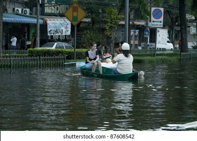BANGKOK - OCTOBER 28:  going home on small plastic boat during the flood water on pra pin klow bridgr  in Bangkok, Thailand on Oct. 28, 2011. The area is on the west side of the Chaopraya river