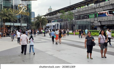 BANGKOK - SEP 10: Shoppers visit Siam Paragon mall in the Siam Square area on Sep 10, 2011 in Bangkok, Thailand. With 300,000 sq m of retail space Siam Paragon is one of the world's largest malls.