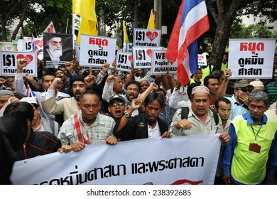 BANGKOK - SEP 18: A large crowd of Muslims rally at the United States Embassy protesting against the controversial film Innocence of Muslims and US foreign policy on Sep 18, 2012 in Bangkok, Thailand.