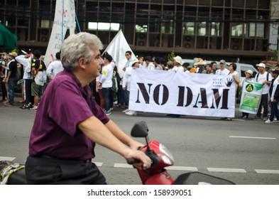 BANGKOK - Sep 22: Protesters hold an anti-Mae Wong Dam rally on September 22,2013 in Bangkok, Thailand. The protesters known as Stop EHIA Mae wong Dam by walking 388 Km. from Mae wong to Bangkok.
