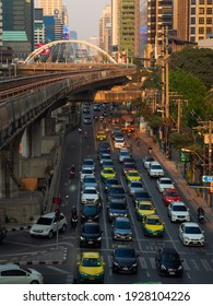 Bangkok Thaialnd,21Apl2021,Front view Traffic problems Incountry capital With cars stuck all day long, although government will adopt mass transit system People are still popular. Use car to travel.