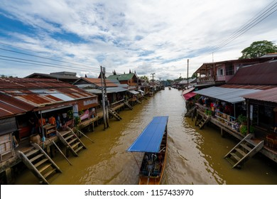 BANGKOK, THAILAND 11 August 2018 -: Amphawa floating Market in holidays,tourism are travel to Amphawa, most famous floating market and cultural tourist destination on August 11, 2018 in Amphawa