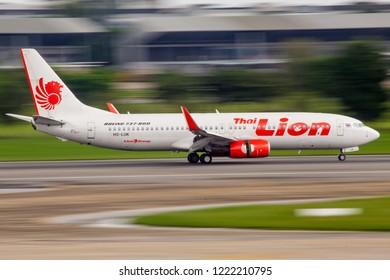 Bangkok Thailand 13 Oct 2018: Thai Lion Air Boeing 737-800 was landing in Don muang international airport.(panning shot)