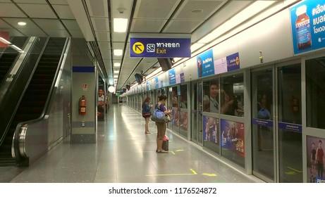 BANGKOK, THAILAND -1SEPTEMBER 2018 : People waiting in Subway Metro MRT Rail Station platform in Bangkok, Thailand