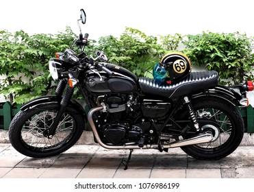 Bangkok Thailand 21 April 2018 The Motorcycle Brand Kawasaki Series W800 Black Edition Parking On