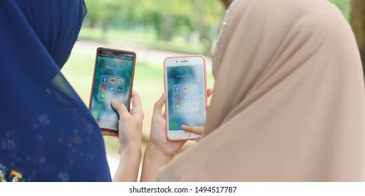 Whatsapp On Iphone Images Stock Photos Vectors Shutterstock