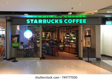 BANGKOK THAILAND 4 NOV 2017: Many people buying a coffee in Starbucks coffee shop at MBK shopping center
