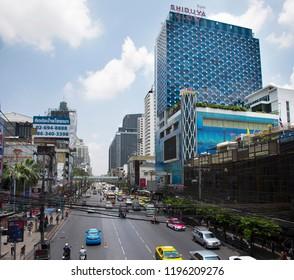BANGKOK, THAILAND - APRIL 24 : Thai people drive and ride on Petchaburi Road with traffic jam near Pratunam Market and Platinum Fashion Mall at Bangkok city on April 24, 2018 in Bangkok, Thailand