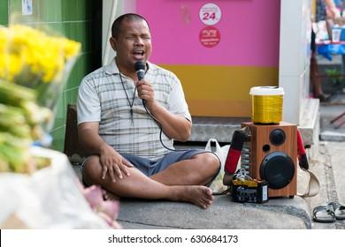 BANGKOK, THAILAND - APRIL 29 :Unidentified street the blind sing song at walking street market in Bangkok,Thailand on April 29, 2017