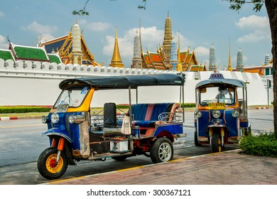 BANGKOK, THAILAND - APRIL 4 : Tricycle taxi of Thailand on street and background of Wat Phra Kaew ( the Temple of the Emerald Buddha) on April 4 , 2008. Here is destinations of landmarks traveler.