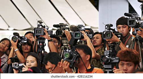 BANGKOK, THAILAND - APRIL19, 2011: Press and media on news conference. Filming an event with a video camera.