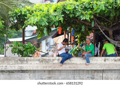 BANGKOK, THAILAND - AUGUST 29, 2016: Inhabitants of Bangkok in their everyday life.