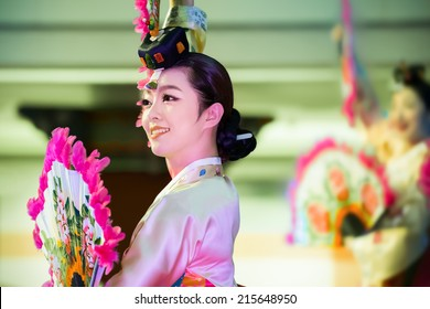 BANGKOK, THAILAND - AUGUST 29: Korean Festival in Bangkok, Thailand on August 29, 2014. Korean traditional dance, music and percussion performed in Bangkok in Korean Festival