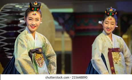 BANGKOK, THAILAND - AUGUST 31: Korean Festival in Bangkok, Thailand on August 31, 2014. Korean traditional dance, music and percussion performed in Bangkok in Korean Festival