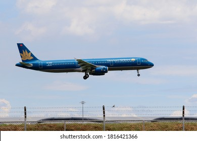 bangkok thailand - august22,2015 : airbus 321 plane of vietnam airlines approach for landing to suvarnabhumi airport in bangkok thailand capital