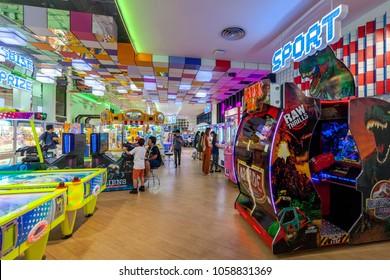 BANGKOK, THAILAND - DEC 9 : Warp Zone Game Center at Emporium Shopping Mall on December 9, 2017 in Bangkok, Thailand. Warp Zone is a fun area for gamer.