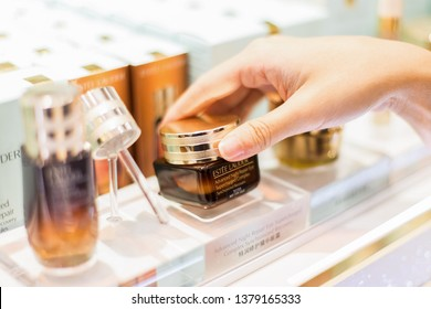 Bangkok thailand - DECEMBER 29, 2018:Young happy summer shopping woman with estee lauder.