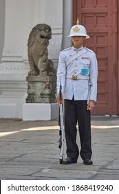 Bangkok, Thailand, Desember 15, 2007: Soldier of the royal guard in Grand Royal Palace in Bangkok