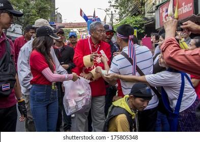 Bangkok, Thailand - FEB 1, 2014: Anti-government protesters in  Bangkok's Chinatown donate to Suthep Thaugsuban, the PDRC leader.