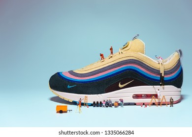 182816a047 Nike Airmax Images, Stock Photos & Vectors | Shutterstock