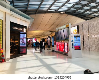 60275f8aaca4a7 MAINZ GERMANY NOV 25 ZARA Store Stock Photo (Edit Now) 523562119 ...