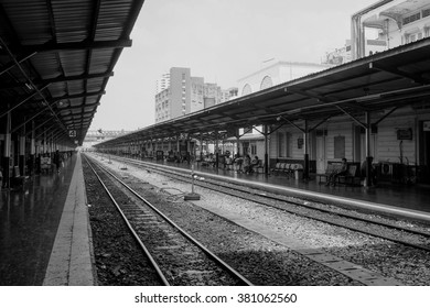 BANGKOK, THAILAND - FEBRUARY 19, 2016 : Surroundings around Bangkok Railway Station on February 19, 2016. Bangkok Railway Station or Hua Lamphong is the main railway station in Bangkok, Thailand