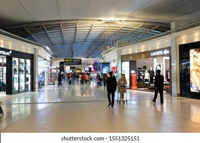 BANGKOK - THAILAND - FEBRUARY 20 2019 :  Passenger shopping duty free at Suvarnabhumi Airport , Bangkok, Thailand on February 20,2019.