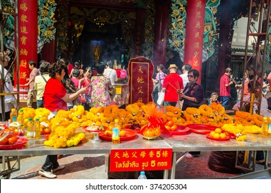 BANGKOK, THAILAND - FEBRUARY 8, 2016 : Chinese Thai people pay respect to god at Guanyin Shrine at Bangkok's China town on February 8, 2016. Guanyin is an East Asian spiritual figure of mercy.