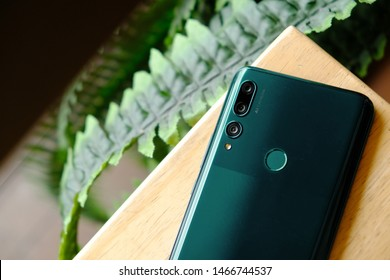 Huawei Smartphone Images, Stock Photos & Vectors | Shutterstock