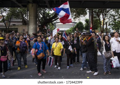 BANGKOK, THAILAND - JAN 14, 2014: Anti-government protesters at the Royal Thai Police Headquarters, Rama I road, nearby the Central World (CTW) and Rajprasong junction, on january 14 2014.