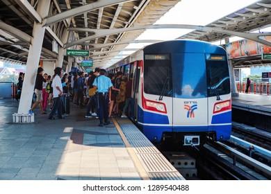 BANGKOK, THAILAND - JAN 20 : BTS Skytrain or The Bangkok Mass Transit System running on sukhumvit line to Mo Chit station on January 20, 2018 in Bangkok.