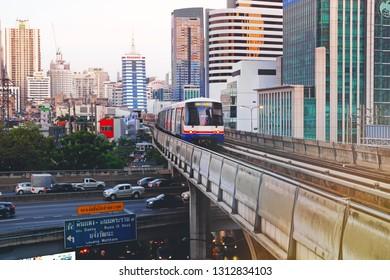 BANGKOK, THAILAND - JAN 20 : Bangkok BTS Skytrain or The Bangkok Mass Transit System running on sukhumvit line on January 20, 2018 in Bangkok.