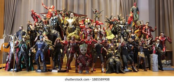 BANGKOK THAILAND - JANUARY 1 ,2021 :  MARVEL Super Hero models Team ,superheroes figure in action in home at Bangkok ,Thailand