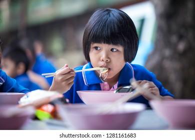 Asia girls essen