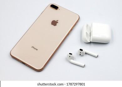 Iphone 8 Plus Gold Images Stock Photos Vectors Shutterstock