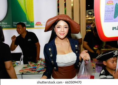 BANGKOK, THAILAND - JUNE 03, 2017: Unidentified female presenter pose in the THAIFEX - World of food asia 2017 on JUNE 03, 2017 in Bangkok, Thailand.