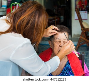 BANGKOK THAILAND - JUNE 3, 2016 : Woman barber haircut to The Old woman in Bangkok Thailand.