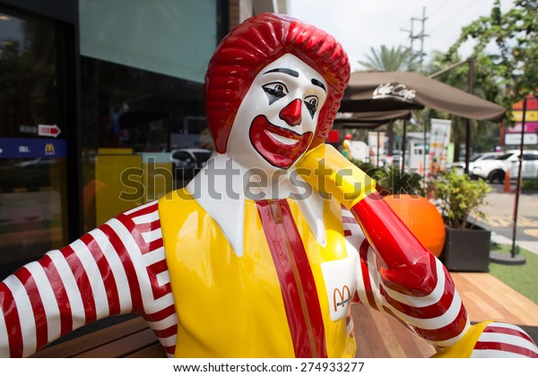 BANGKOK, THAILAND - MARCH 15 : Mascot of a McDonald's Restaurant on March 15, 2015 in Bangkok, Thailand. It is the world's largest chain of hamburger fast food restaurants.