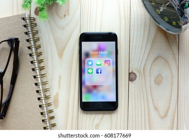 BANGKOK, THAILAND - MARCH 25, 2017: Iphone7  with application icons of social media on screen