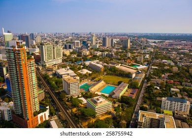 BANGKOK, THAILAND - March 8 : Cityscape of Bangkok on the roof top of the Banbkok Marriot Hotel on 8 March 2015.