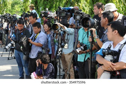 BANGKOK, THAILAND - MAY 21, 2014: Press gather at the Royal Thai Army Headquarters, the venue of talks between pro and anti government groups. The Thai capital has seen months of political unrest.