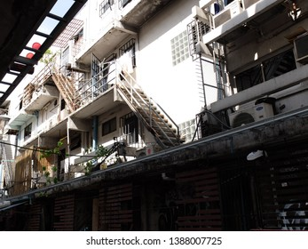 Bangkok, Thailand – May 3, 2019 : Front View Old Building with Parking Motercycles, Motorcycles Parking on sidewalk at Siam Square,On Rama 1 Road, Pathumwan District Bangkok.