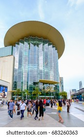 Bangkok, Thailand - May 4, 2017: Shoppers visit Siam Paragon mall in Siam Square mall on in Bangkok, Thailand. With 300,000 m 2 of retail space Siam Paragon is one of the largest malls in the world.