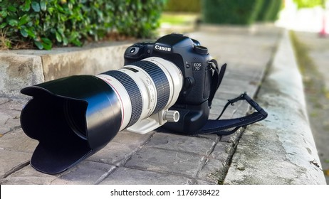BANGKOK, THAILAND - May 5, 2018 : DSLR canon 7d with 70-200 f2.8 Photo shoot in Bangkok Thailand.