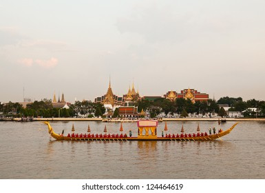 BANGKOK, THAILAND - NOV 6:The Golden Subhanahong ship with temple of dawn background during the exercise of Fry the Kathina ceremony cloth of Royal Barge Procession on Nov. 6, 2012 in Bangkok,Thailand