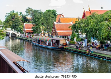 Bangkok, Thailand - November 15, 2014 : People spends a time to relax at Floating market.